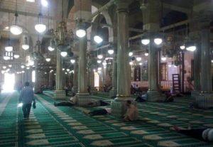 مسجد سيدنا الحسين من الداخل