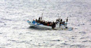 مسافرون مسلمون في عرض البحر بحثا عن لجوء