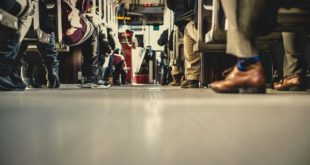 people-feet-train-travelling باص