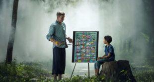 أب وابن أو مدرس وطالب في غابة