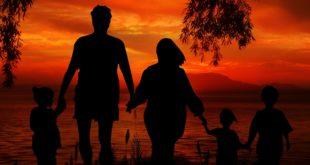 عائلة أب وأب وابن وابنة