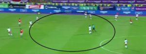صورة توضح عدم المساندة الهجومية والمنطقة الخالية من لاعبى مصرفى مباراة مصيرية قبل احراز محمد صلاح الهدف الاول فى الكونغو
