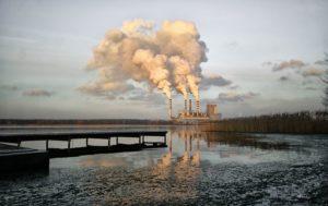مصنع معالجة النفط في ولاية الوحدة الذي يشكل خطر على حياة 180 الف شخص بسبب المواد الكيميائية التى يستخدمها والتى تلوث المياه. - صورة تعبيرية