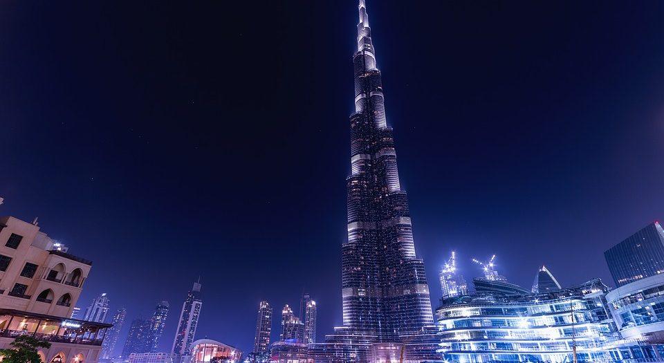 ١٠ مغامرات يجب عليك القيام بها في دبي... بقلم: فيروز قريشي.. موقع مقال