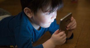 مدى تأثير الهواتف الذكية على الأطفال ووضع الحلول... بقلم: علا جندية... موقع مقال